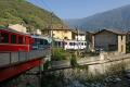 ABe 4/4 51 und 52 erreichen mit Zug 1633 Tirano bei Rasica