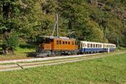 """Ge 4/4 182, """"Bernina-Krokodil"""", mit zwei Pullman-Wagen unterhalb des Kreis-Viadukts von Brusio"""