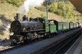 G 4/5 107 mit Dampfsonderzug in Filisur. Hinten der Löschzug mit Ge 6/6 415