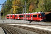 Allegra ABe 8/12 3507 verlässt Filisur als Regionalzug nach Davos Platz