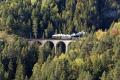 G 4/5 107 mit Dampfextrazug auf dem Schmittentobel-Viadukt
