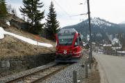 ABe 8/12 3502 mit Regio nach Chur bei Langwies