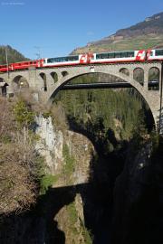 Glacier Express auf dem Soliser Viadukt