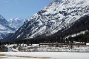 Bernina Express zwischen Surovas und Morteratsch. Piz Palü.