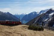 Allegra ABe 8/12 3510 in der Kehre von Alp Grüm. Lago di Poschiavo