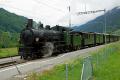 Dampffahrt Surselva mit der G4/5 107. Der Dampfzug steht in Sumvitg-Cumpadials bereit für die Rückfahrt nach Landquart.