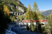 Ge 4/4 III 642 auf dem Albula Viadukt I; darüber der Rugnux-Viadukt
