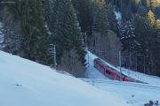 Allegra mit RE 1033 nach Davos Platz vor dem Kehrtunnel von Cavadürli ob Klosters