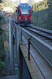 ABe 8/12 3510 auf dem Langwieser-Viadukt