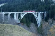 ABe 8/12 3502 nach Arosa auf dem Langwieser-Viadukt