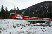 "100 Jahre Chur - Arosa! ""Edelweiss Arosa Express"" in der Schlaufe oberhalb Litzirüti"