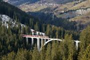 100 Jahre Chur - Arosa. ABe 8/12 3513 mit Regelzug nach Chur auf dem Langwieser-Viadukt