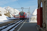 Allegra ABe 8/12 3514 erreicht Alp Grüm