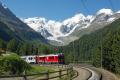 BEX mit ABe 4/4 III 53 und 51 in der Montebello-Kurve ob Morteratsch mit Bernina-Gruppe