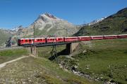 ABe 4/4 III 52 und 54 mit RE nach St. Moritz auf der Oberen Berninabachbrücke