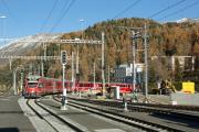 Umbau des Bahnhofs St. Moritz. Einfahrt eines Zuges aus Pontresina mit ABe 8/12 3512.
