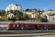 Umbau des Bahnhofs St. Moritz. Einfahrt eines Zuges aus Samedan mit ABe 8/12 3505.