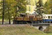 """Bahnoldtimer - 20 Jahre Club 1889: """"Pullmann-Express"""" mit Ge 6/6 I 415 bei Bever"""
