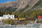 """Bahnoldtimer - 20 Jahre Club 1889: """"Bellavista-Express"""" mit Ge 4/4 182 auf der Morteratsch-Brücke"""