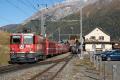 """Bahnoldtimer - 20 Jahre Club 1889: """"Lunghin-Express"""" mit Ge 4/6 353 neben Regelzug mit Ge 4/4 II 621 in S-chanf"""