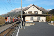 """Bahnoldtimer - 20 Jahre Club 1889: """"Lunghin-Express"""" mit Ge 4/6 353 neben Regelzug mit Ge 4/4 II 622 in S-chanf"""