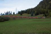 RE mit Ge 4/4 III 646 in den Schlaufen oberhalb Bergün