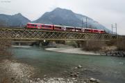 ABe 4/16 auf der Brücke über den Hinterrhein bei Reichenau