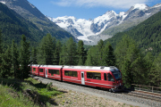 ABe 8/12 3507 in der Montebello-Kurve ob Mortratsch. PIz Bernina & Co und kurzem Morteratschgletscher