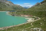 Berninabahn am Lago Bianco