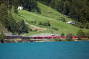 ABe 8/12 3509 mit BEX am Lago di Poschiavo, Miralago
