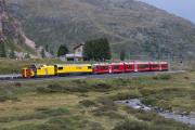 Rückführ der Schneeschleuder Xrotmt und der Gmf 4/4 II 234 02 vom Bahnhofsfest St. Moritz nach Poschiavo, Bernina Diavolezza.