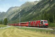 Regelzug nach St. Moritz mit Ge 4/4 III 642 im Val Bever