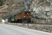 Ge 4/6 353 mit Sonderzug des Vereins Dampffreunde der RhB (GV) unterhalb Bergün