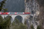 Glacier Express auf dem Landwasserviadukt