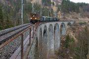 Ge 4/6 353 mit Sonderzug des Vereins Dampffreunde der RhB (GV) auf dem Schmittnertobel-Viadukt