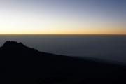 Sonnenaufgang auf dem Kibo mit Mawenzi. Gilman's Point, Marangu-Route, Tag 5