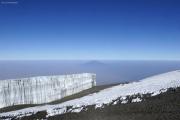 Südliches Eisfeld mit Mount Meru; Schnee mit Büssereis. Uhuru Peak (Kibo-Gipfel)