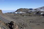 Furtwängler-Gletscher (vorne) und Nördliches Eisfeld (hinten). Kibo-Kraterrand