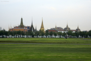 Bangkok. Sanam Luang Esplanade mit Wat Phra Kaeo