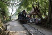 "Namtok Sai Yok Noi, Kanchanaburi. Dampflok als Monument der ""Todeseisenbahn"" nach Burma (2. Weltkrieg)"