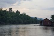 Hausboote im River Kwai (Khwae Yai). Bei Nam Tok, Kanchanaburi