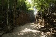 """""""Hellfire-Pass"""" an der ehemaligen """"Todeseisenbahn"""" der Japaner nach Burma (2. Weltkrieg). Von allierten Kriegsgefangenen geschlagener Einschnitt"""
