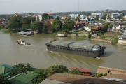 """Güterzug"" auf dem Chao Phraya, Ayutthaya"