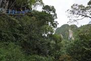 1200 Thai-Treppenstufen hoch zum Gipfel. Tigerhöhlen-Tempel (Wat Tham Suea). Krabi