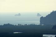 Aussicht vom Gipfel über dem Tigerhöhlen-Tempel (Wat Tham Suea). Krabi