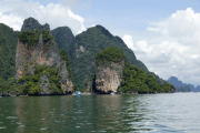 Khao Phing Kan mit der kleinen  James-Bond-Felsnadel (Khao Ta-Pu). Nationalpark Ao Phang Nga