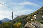 Mont-Blanc Express. Transports de Martigny et Régions TMR, Martigny - Châtelard (MC). Neue Oberleitung Finhaut - Châtelard, die bisherigen seitlichen Stromschienen stehen noch, Finhaut.