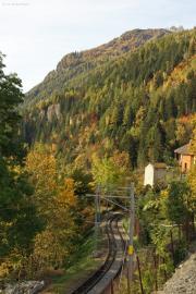 Mont Blanc-Express. Transports de Martigny et Régions TMR, Martigny - Châtelard (MC). Neue Oberleitung Finhaut - Châtelard, die bisherigen seitlichen Stromschienen stehen noch, Finhaut.