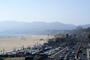 Strand von Santa Monica mit dem Pacific Coast Hwy, CA