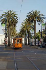 Peter-Witt-Tramwagen aus Mailand (1928, Italien) im Dienst der Muni, The Embarcadero, San Francisco, CA